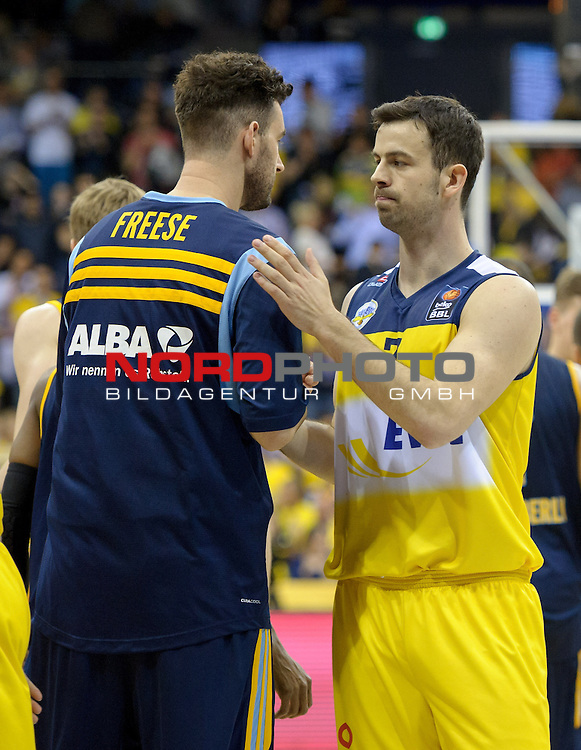 13.05.2015, EWE Arena, Oldenburg, GER, BBL, Play-Off VF, EWE Baskets Oldenburg vs ALBA BERLIN, im Bild Jannik Freese (Berlin #35), Philip Zwiener (Oldenburg #7)<br /> <br /> Foto &copy; nordphoto / Frisch