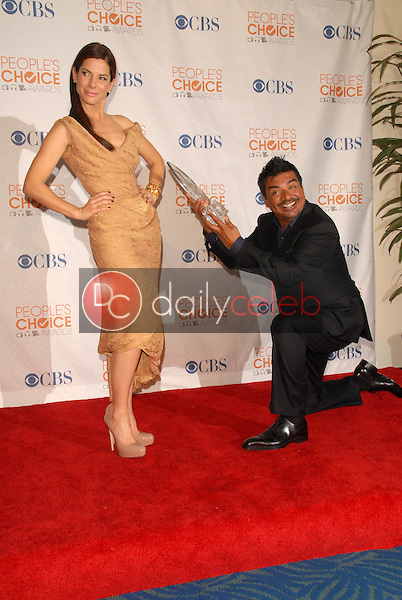 Sandra Bullock and George Lopez<br /> at the Press Room for the 2010 People's Choice Awards, Nokia Theater L.A. Live, Los Angeles, CA. 01-06-10<br /> David Edwards/Dailyceleb.com 818-249-4998