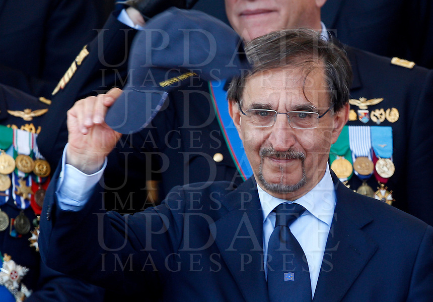 Il deputato di Fratelli d'Italia Ignazio La Russa durante la parata militare in occasione del 67esimo anniversario della proclamazione della Repubblica Italiana, ai Fori Imperiali, Roma, 2 giugno 2013.<br /> Brothers of Italy party's lawmaker Ignazio La Russa waves during the military parade in occasion of the Italian Republic Day, in Rome, 2 june 2013.<br /> UPDATE IMAGES PRESS/Riccardo De Luca