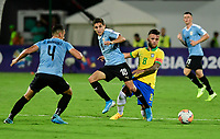 BUCARAMANGA - COLOMBIA, 06-02-2020: Matheus Henrique De Souza de Brasil disputa el balón con Juan Manuel Sanabria de Uruguay durante partido entre Brasil U-23 Y Uruguay U-23 por el cuadrangular final como parte del torneo CONMEBOL Preolímpico Colombia 2020 jugado en el estadio Alfonso Lopez en Bucaramanga, Colombia. / Matheus Henrique De Souza of Brazil fights the ball with Juan Manuel Sanabria of Uruguay during the match between Brazil U-23 and Uruguay U-23 for the final quadrangular as part of CONMEBOL Pre-Olympic Tournament Colombia 2020 played at Alfonso Lopez stadium in Bucaramanga, Colombia. Photo: VizzorImage / Julian Medina / Cont