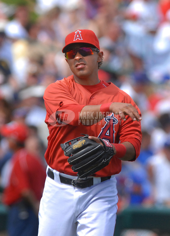 Mar 26, 2007; Tempe, AZ, USA; Los Angeles Angels third baseman (6) Maicer Izturis against the Chicago Cubs at Tempe Diablo Stadium in Tempe, AZ. Mandatory Credit: Mark J. Rebilas