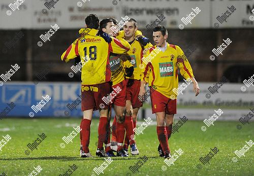2011-12-17 / Voetbal / seizoen 2011-2012 / Racing Mechelen - Bornem / Nick de groote (L) viert zijn doelpunt..Foto: Mpics.be