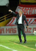 BOGOTA- COLOMBIA – 29-10-2015: Gerardo Pelusso, técnico de Independiente Santa Fe de Colombia, durante partido de vuelta entre Independiente Santa Fe de Colombia y el Independiente de Avellaneda de Argentina, por los cuartos de final de la Copa Suramericana en el estadio Nemesio Camacho El Campin, de la ciudad de Bogota. / Gerardo Pelusso, coach of Independiente Santa Fe of Colombia, during a match for the second round between Independiente Santa Fe of Colombia and Independiente de Avellaneda of Argentina for the second round for the quarterfinals of the Copa Sudamericana in the Nemesio Camacho El Campin in Bogota city. Photos: VizzorImage / Luis Ramirez / Staff.