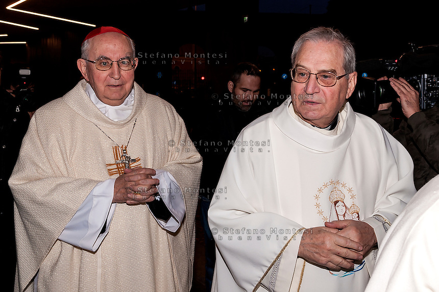 """ROME, ITALY -  DECEMBER 24:  Cardinal Pope's vicar for the Diocese of Rome, Agostino Vallini with Mons. Enrico Feroci director of Caritas Rome during  Christmas Mass at the hostel """"Don Luigi Di Liegro"""" to Termini Station, with the  guests of Caritas on December 24, 2016 in Rome, Italy. (Photo by Stefano Montesi/Corbis via Getty Images)"""