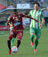 IBAGUÉ- COLOMBIA, 04-02-2018: Sebastian Villa (Izq) jugador del Deportes Tolima  disputa el balón con Gonzalo Castellani (Der) del Atlético Nacional  durante el partido entre el Deportes Tolima  y Atlético Nacional   por la fecha 1 de la Liga Águila II 2018 jugado en el estadio Manuel Murillo Toro . /  Sebastian Villa(L) player of Deportes Tolima vies for the ball with Gonzalo Castellani(R) player of Atletico Nacional  during match between Deportes Tolima  and Atletico Nacional   for the date 1 of the Aguila League I 2018 played at Manuel Murillo Toro stadium. Photo: VizzorImage/ Juan Carlos Escobar / Contribuidor