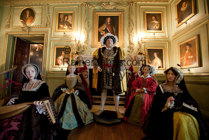 United Kingdom, England, Warwickshire, Warwick: Wax models of King Henry 8th and his 6 wives inside the state rooms of Warwick Castle