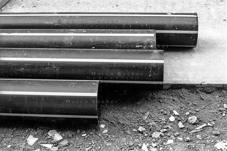 Milano, lavori stradali per le condutture del gas --- Milan, road works for gas pipelines