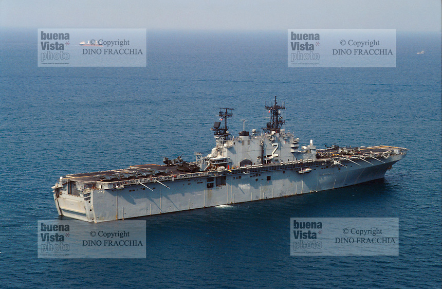 - amphibious assault ship Wasp in the Adriatic sea during operations in Bosnia-Herzegovina....- la nave da assalto anfibio Wasp in mare Adriatico durante le operazioni in Bosnia-Herzegovina