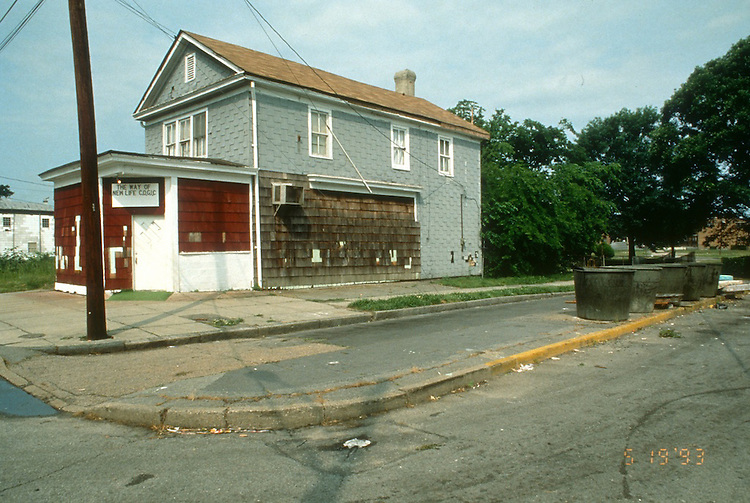 1993 May 19..Assisted Housing..Calvert Square..BEFORE RENOVATIONS.ROLL 4-1.OLNEY ROSWELL LOOKING SOUTHWEST...NEG#.NRHA#..