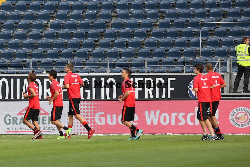 Straftraining nach dem Spiel für die Spieler der Frankfurter Eintracht nach der Niederlage - Eintracht Frankfurt vs. FC Augsburg, Commerzbank Arena