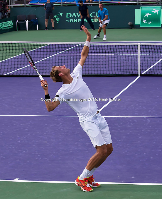 Moscow, Russia, 15 th July, 2016, Tennis,  Davis Cup Russia-Netherlands, Second rubber: Thiemo de Bakker (NED) serves the ball during his match against Teymuraz Gabashvili (RUS) <br /> Photo: Henk Koster/tennisimages.com