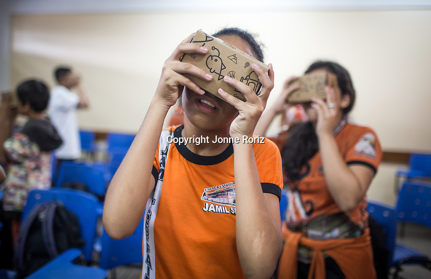 03/12/2015 - The Google Expeditions Team during educational activities in Jamil Seffair school at Manacapuru city - Amazon Brazil. Photo by Jonne Roriz
