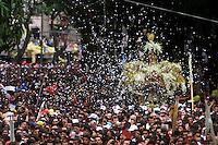 Descrição<br />No Círio de Nossa Sra. de Nazaré cerca de 1.500.000 romeiros acompanham a berlinda que leva a imagem da Santa durante a procissão que ocorre a mais de 200 anos. Sendo considerada uma das maiores procissões religiosas do planeta.<br />Belém-Pará-Brasil<br />©Foto: Paulo Santos/ Interfoto<br />12/10/2003<br />Digital