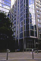 "Richard Rogers: 88 Wood St., London 1999. 10, 14, and 18 stories from west to east on small ""footprint"". Photo '05."