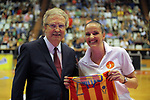 Catalunya vs Montenegro: 83-57.<br /> Joan Fa amb la delegada del equip de Montenegro.