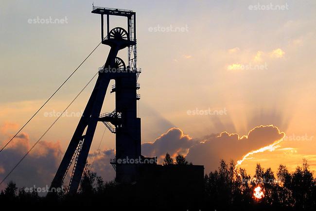 TSCHECHIEN, 07.2006 .Rozna bei Zdar nad Sazavou.Foerderturm einer zum Rozna-Komplex gehoerenden stillgelegten Uran-Mine. Rozna ist das letzte in Betrieb befindliche Uran-Bergwerk in Mitteleuropa, es wurde 1957 eroeffnet. Der Uranbergbau in der Tschechoslowakei startete 1946 auf direktes Geheiss der Sowjetunion, welche das Material fuer ihre Atombomben brauchte..© Vaclav Vasku/EST&OST.Pithead of an abandoned uranium mine belonging to the Rozna complex near the city of Zdar nad Sazavou. Rozna is the site of the last deep uranium mine in operation in Central Europe. Uranium is mined here since 1957. Uranium mining in former Czechoslovakia started in 1946 with a direct order by the Soviet Union which needed the material for its atomic bombs.