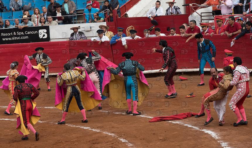 CIUDAD DE MEXICO, D.F. 28 Diciembre.- La torera  Karla de los Ángeles durante la décima corrida en la Plaza México de la Ciudad de México, 28 de diciembre de 2014.  FOTO: ALEJANDRO MELENDEZ