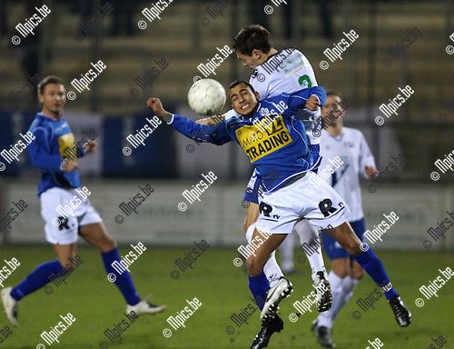 2008-02-23 / Voetbal / Verbr. Geel - KVK Tienen / Brahim Boujouh (vooraan) in een stevig duel met Sven Vandeput van Tienen...Foto: Maarten Straetemans (SMB)
