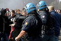 Roma, 7 Ottobre 2016<br /> Spintoni e tensione tra polizia e studenti.<br /> Manifestazione delle scuole contro la riforma , il governo Renzi e il referendum costituzionale