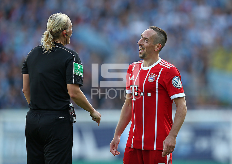 12.08.2017, Football DFB Pokal 2017/2018, 1. round, Chemnitzer FC - FC Bayern Muenchen, stadium an Gellertstrasse.  refereein Bibiana Steinhaus and Franck Ribery (Bayern Muenchen)  *** Local Caption *** &copy; pixathlon<br /> <br /> +++ NED + SUI out !!! +++<br /> Contact: +49-40-22 63 02 60 , info@pixathlon.de