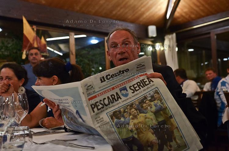 PESCARA 20-05-2012: LA SQUADRA DEL PESCARA CALCIO FESTEGGIA LA PROMOZIONE IN SERIE A. NELLA FOTO IL PESCARA CALCIO IN FESTA AL RISTORANTE. L'ALLENATORE DEL PESCARA ZDNEK ZEMA. FOTO ADAMO DI LORETO