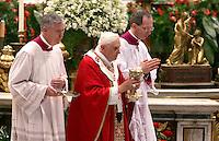 Papa Benedetto XVI celebra una messa nella Basilica di San Pietro, Citta' del Vaticano, 29 giugno 2008, nella solennita' dei Santi Pietro e Paolo..Pope Benedict XVI leads a mass at St. Peter's Basilica, Vatican, 29 june 2008, for the feast of St. Peter and St. Paul..UPDATE IMAGES PRESS/Riccardo De Luca