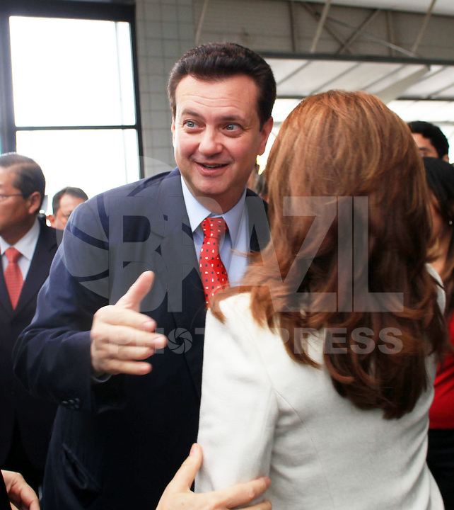 SAO PAULO, SP, 16 DE JANEIRO DE 2012 - COUROMODAS - O prefeito de Sao Paulo Gilberto Kassab durante abertura da Feira Couromodas, no pavilhao de Exposicao do Anhembi zona norte da cidade, nesta manha de segunda-feira (16). FOTO: RICARDO LOU - NEWS FREE.