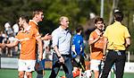 BLOEMENDAAL   - Hockey -  2e wedstrijd halve finale Play Offs heren. Bloemendaal-Amsterdam (2-2) . A'dam wint shoot outs. coach Michel van den Heuvel (Bldaal) , Floris Wortelboer (Bldaal) en Florian Fuchs (Bldaal) protesteren bij Michiel Otten.  COPYRIGHT KOEN SUYK