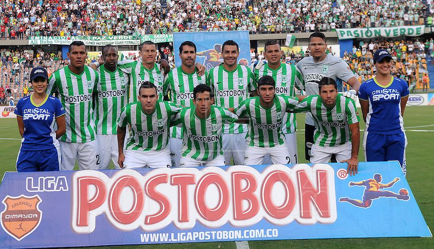 MEDELLIN - COLOMBIA -26-01-2014: Los jugadores de Atletico Nacional posan para una foto durante del partido de la primera fecha de la Liga Postobon I-2014, jugado en el estadio Atanasio Girardot de la ciudad de Medellin.  / The player of Atletico Nacional pose for a photo during a match for the first date of the Liga Postobon I-2014 at the Atanasio Girardot Stadium in Medellin city. Photo: VizzorImage  / Luis Rios / Str.