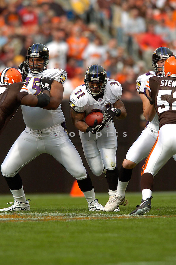JAMAL LEWIS, of the Baltimore Ravens , during their game against the Cleveland Browns on September 24, 2006 in Cleveland, Ohio..Ravens win 15-14..David Durochik / SportPics.