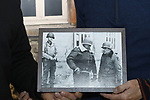 Foto: VidiPhoto<br /> <br /> BASTOGNE - Niet Adolf Hitler was de uitvinder van de Blitzkrieg, maar de Amerikaanse generaal George S. Patton. Dat is de overtuiging van zijn kleindochter, de 57-jarige Helen Patton. De redder van Bastogne was niet alleen de meest succesvolle geallieerde commandant tijdens de Tweede Wereldoorlog, maar ook de meest gevreesde. Foto: Een foto van Patton (m) en McAuliffe (r) tijdens het bezoek van Patton aan het hoofdkwartier van de 'Nuts-generaal'.