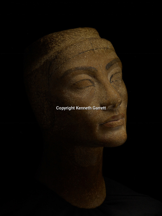 mm7864; 18th Dynasty; New Kingdom; Egypt,Queen Nefertiti; Wife of Amenhotep IV,Akhenaten, bust, brown quartzite, Egyptian Museum, Cairo