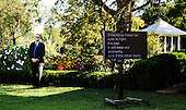 A Secret Service agent provides security as United States President Barack Obama(not pictured) delivers a statement to the press on the economy in the Rose Garden of the White House in Washington D.C., Wednesday, September 15 2010..Credit: Olivier Douliery / Pool via CNP