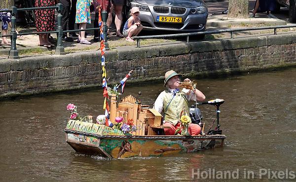 Nederland - Amsterdam - 2018.   Reinier Sijpkens. Muziekboot Notendop.  Foto Berlinda van Dam / Hollandse Hoogte.