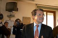 Roma Febbraio 2005.Redazione del quotidiano Il Manifesto, sequestro di Giuliana Sgrena.Romano Prodi in visita.Rome, February 2005.Editor of the newspaper Il Manifesto, Giuliana Sgrena kidnapping.