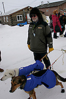 Friday March 9, 2007   ----  Race Judge Al Marple holds Jason Barron's lead dogs during Jason's brief stop to check in at Shageluk.