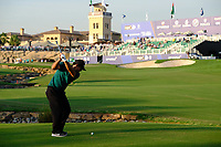 Patrick Reed (USA) in the 18th fairway during the 1st round of the DP World Tour Championship, Jumeirah Golf Estates, Dubai, United Arab Emirates. 15/11/2018<br /> Picture: Golffile | Fran Caffrey<br /> <br /> <br /> All photo usage must carry mandatory copyright credit (&copy; Golffile | Fran Caffrey)