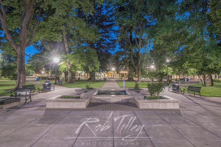USA, CA, Healdsburg, Town Square at Dawn