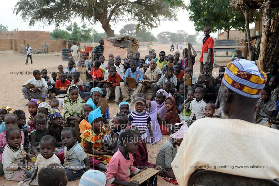 NIGER Zinder, children in Madrasa, Quran school / NIGER Zinder, Kinder in einer Madrasa, Koranschule