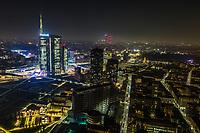 Veduta aerea notturna di Milano