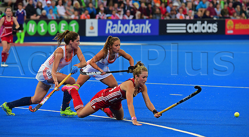 30.08.2015. Lea Valley, London, England. Unibet EuroHockey Championships Day 10. Gold Medal Final. England versus Netherlands. Shona McCallin (ENG) desperatley dives for the ball