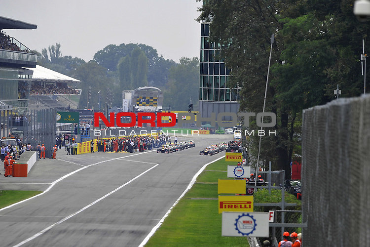 05.-08.09.2011, Autodromo Nationale, Monza, ITA, F1, Grosser Preis von Italien, Monza, im Bild  F1 Race Start - Mark Webber (AUS), Red Bull Racing - Sebastian Vettel (GER), Red Bull Racing <br />  Foto &copy; nph / Mathis