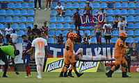 SANTA MARTA - COLOMBIA, 13-10-2019: Santiago Jimenez de Envigado abandona el campo de juego lesionadodurante el partido por la fecha 17 de la Liga Águila II 2019 entre Unión Magdalena y Envigado F.C. jugado en el estadio Sierra Nevada de la ciudad de Santa Marta. / Santiago Jimenez of Envigado leaves the field injured during match for the date 17 as part Aguila League II 2019 between Union Magdalena and Envigado F.C. played at Sierra Nevada stadium in Santa Marta city. Photo: VizzorImage / Gustavo Pacheco / Cont