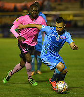 TUNJA - COLOMBIA -18 -07-2016: Wason Renteria (Izq.) jugador de Boyaca Chico FC disputa el balón con Leonardo Saldaña (Der.) jugador de Jaguares FC, durante partido Boyaca Chico FC y Jaguares FC, de la fecha 4 de la Liga Aguila II-2016, jugado en el estadio La Independencia de la ciudad de Tunja. / Wason Renteria (L) player of Boyaca Chico FC vies for the ball with Leonardo Saldaña (R) jugador of Jaguares FC, during a match Boyaca Chico FC and Jaguares FC, for the date 4 of the Liga Aguila II-2016 at the La Independencia  stadium in Tunja city, Photo: VizzorImage  / Cesar Melgarejo / Cont.