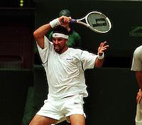 PAT RAFTER (AUSTRALIA) MENS FINAL WIMBLEDON TENNIS CHAMPIONSHIPS 2001 PHOTO ROGER PARKER FOTOSPORTS INTERNATIONAL