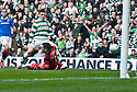 :: CELTIC'S GARY HOOPER SCORES CLETIC'S FIRST   ::