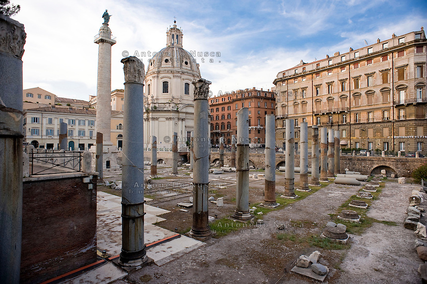 Uno scorcio della Antica Roma lungo via dei Fori Imperiali. Ancient Rome