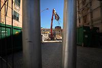 Terremoto de L'Aquila. L'Aquila Earthquake..Transenne e teloni delimitano ancora la Zona Rossa.Crush barrier and tarpaulins still delimit the Red Zone.