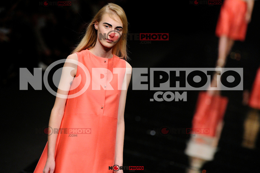 MILAN, ITALY - SEPTEMBER 20: A model walks the runway at the Anteprima Spring/Summer 2013 fashion show during Milan Fashion Week on September 20, 2012 in Milan, Italy &copy; Flavio Lo Scalzo/AGF/MediaPunch Inc. ***NO ITALY*** /NORTEPHOTO.<br />