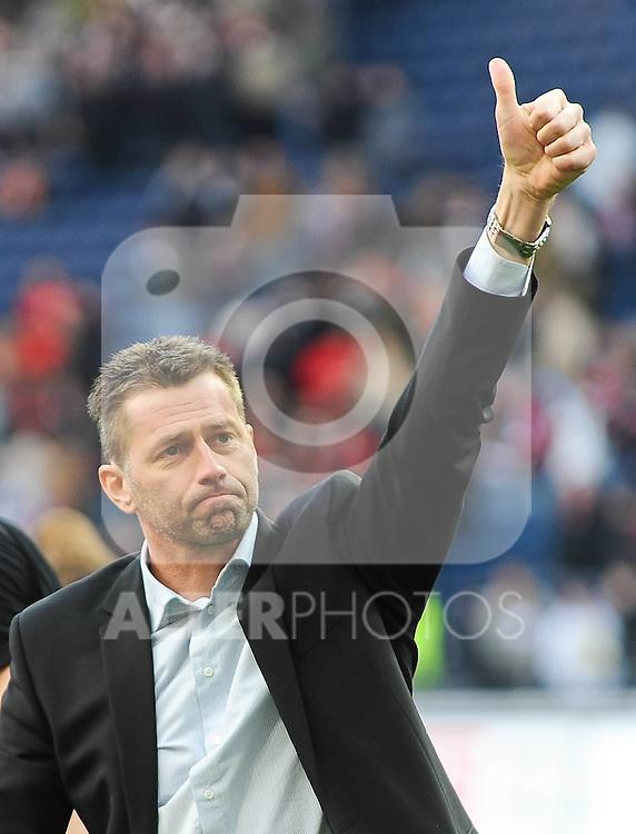 19.03.2011, Commerzbank-Arena, Frankfurt, GER, 1. FBL, Eintracht Frankfurt vs FC St. Pauli, im Bild Michael Skibbe (Trainer Frankfurt), Emotionen / Emotions, Foto © nph / Roth